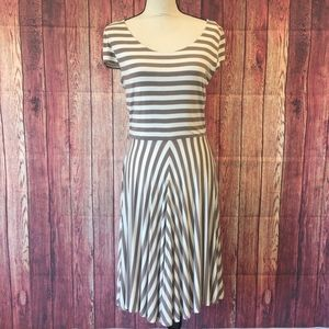 Ann Taylor LOFT Short Sleeve Dress with Full Skirt